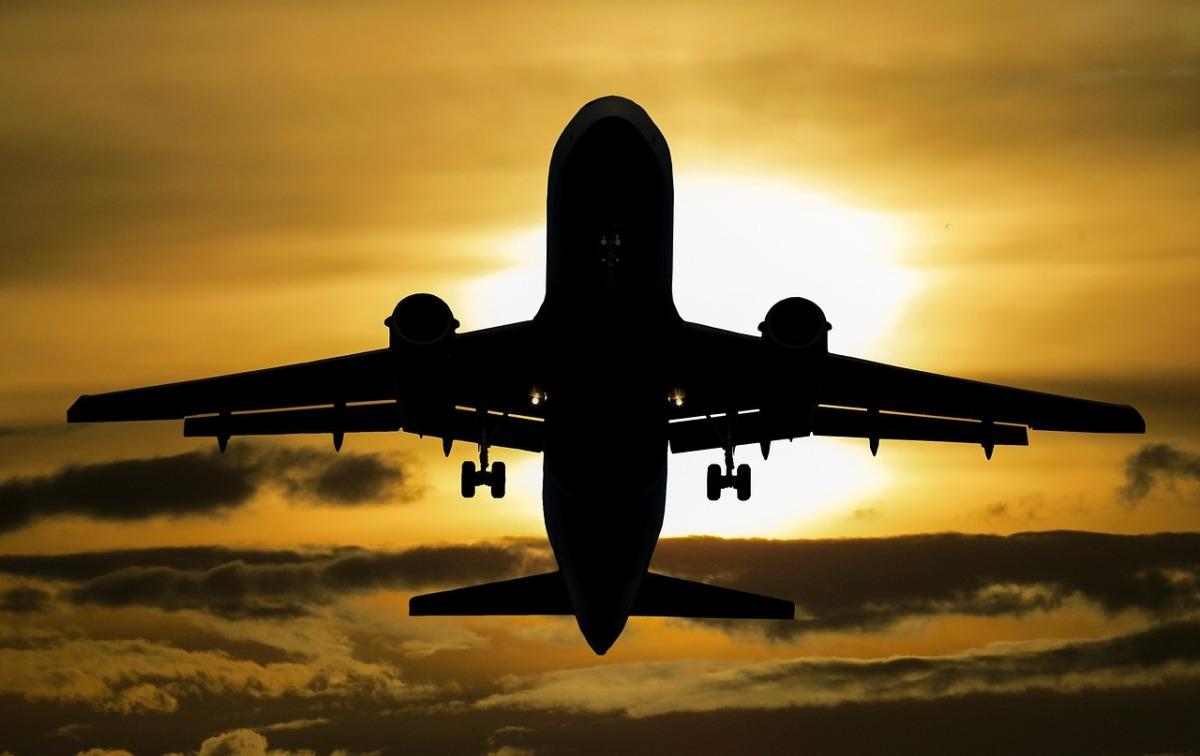 aircraft-1362586_1280